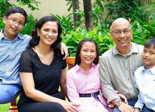 The Arton | Family Outside